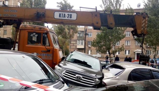 Im Zentrum von Kiew sorgt ein Kranwagen für großes Verkehrschaos