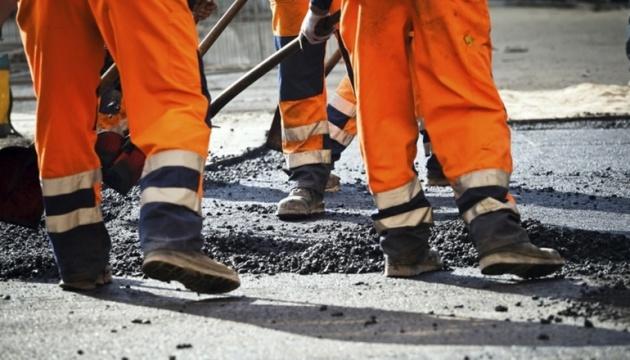 Дорожники запевняють, що розмитий дощами міст на Прикарпатті не розвалиться