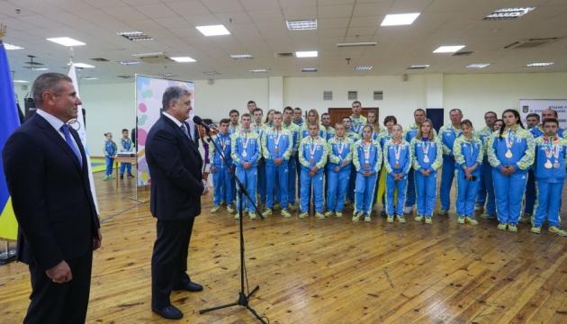 Порошенко обещает в бюджете-2019 больше денег для олимпийцев