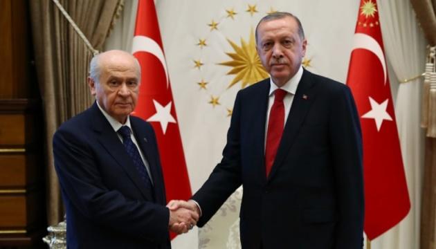 В Турции националисты разрывают альянс с партией Эрдогана