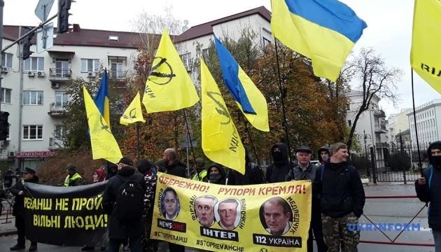 На Банковій вимагають санкцій проти каналів «112 Україна» та NewsOne