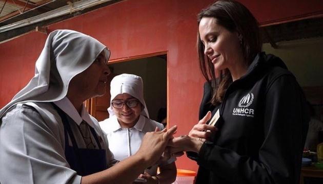 Джолі в Перу зустрілася з венесуельськими біженцями