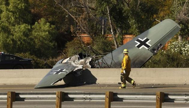 У Каліфорнії літак впав посеред автомагістралі