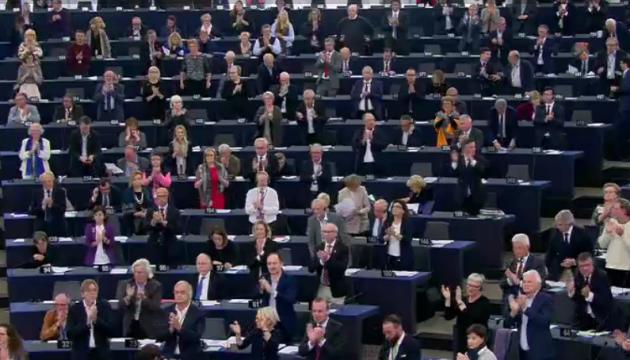 Євродепутати оплесками привітали рішення присудити Сенцову премію Сахарова