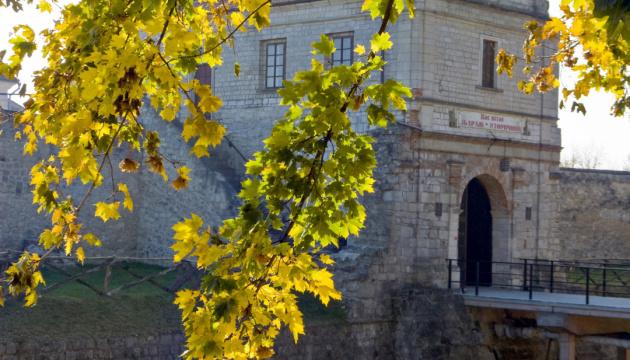 Castillo de Zbarazh otoñal atrae a los turistas (Fotos)
