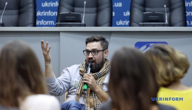 Звезды ТВ провели благотворительный мастер-класс, чтобы помочь редактору Укринформа