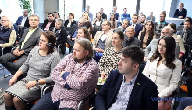 Дунаєвецька ОТГ готова доплачувати лікарям по 10 тисяч гривень