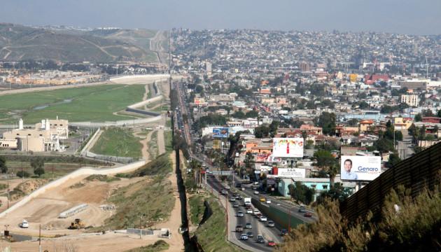 Трамп підписав наказ про будівництво ще однієї ділянки стіни на кордоні з Мексикою