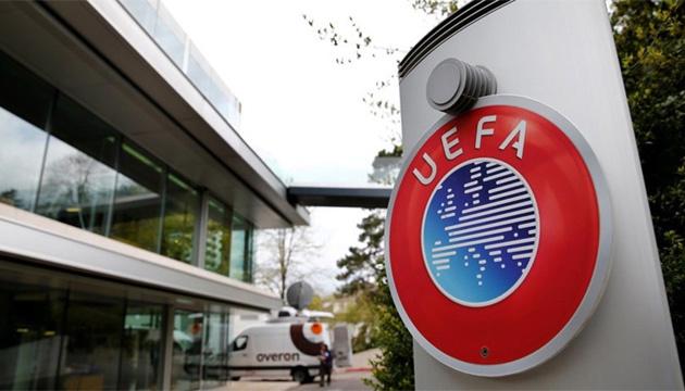УЕФА наказал Румынию за расистское поведение футбольных фанатов