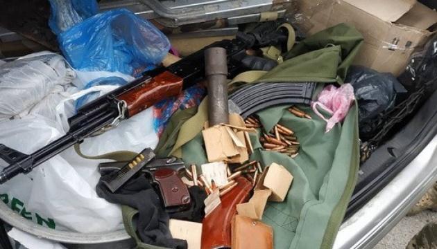 На Запоріжжі СБУ вилучила зброю та наркотики