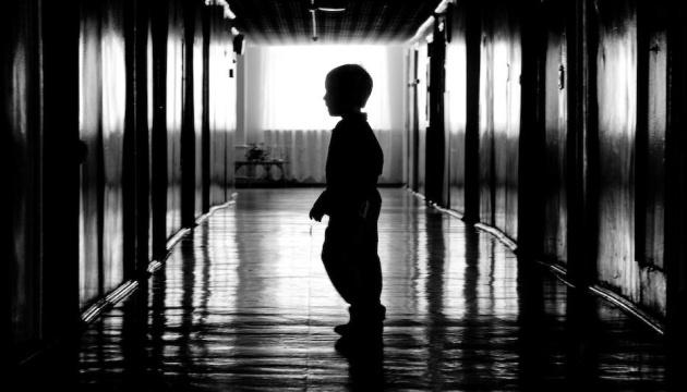 У МОН вважають, що сиротам потрібна допомоги держави протягом всього життя