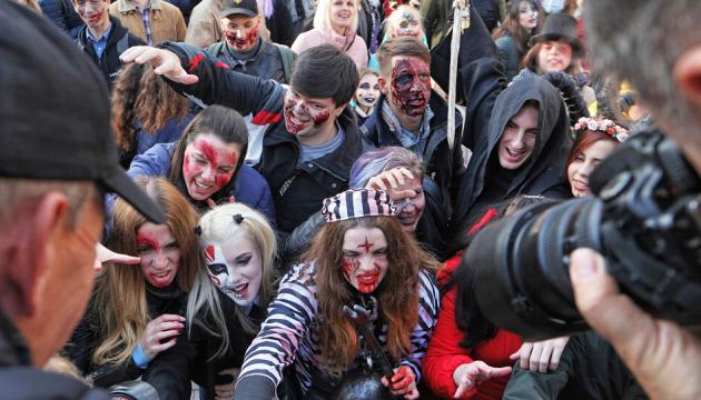 Sorcières, diables et autres esprits maléfiques: un défilé de zombies a traversé les rues de Kyiv