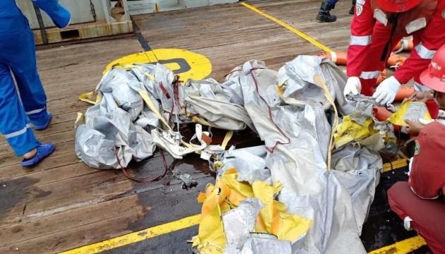 МИД выясняет, были ли украинцы на борту самолета, который разбился в Индонезии