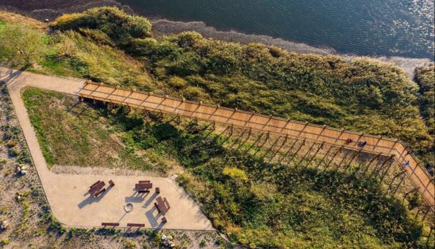 В Латвии на месте свалки обустроили природную тропу