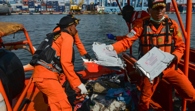 Рятувальники знайшли чорний ящик індонезійського Boeing 737