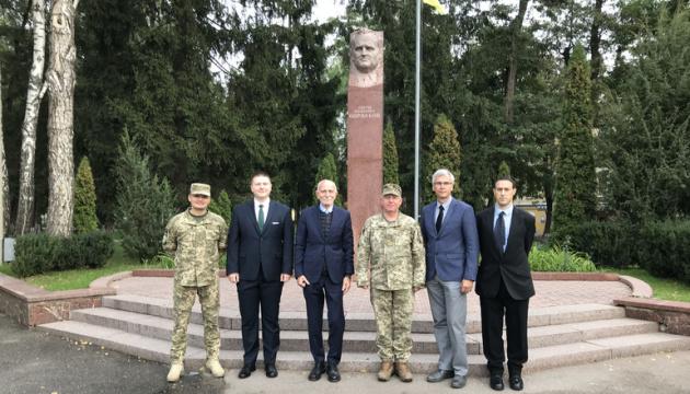 НАТО помогает Украине разрабатывать учебный курс по киберзащите