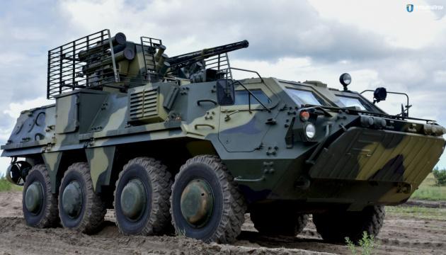 Армия получила первые семь БТР-4 с отечественной брони