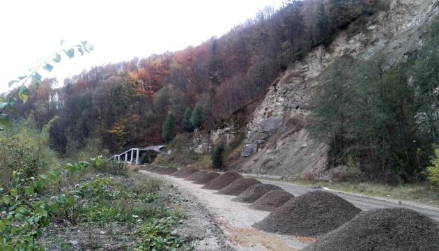 На Прикарпатье начался ремонт участка дороги Криворивня - Черновцы