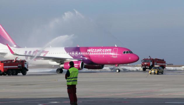 Wizz Air продовжив скасування рейсів в Україну до середини червня