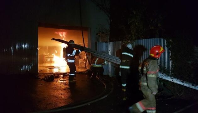 В Киеве ночью горела станция техобслуживания