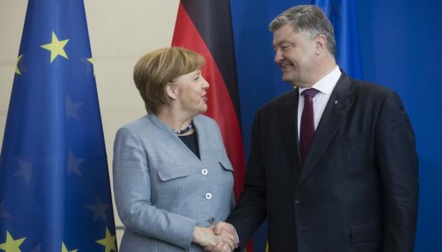 Порошенко обсудит с Меркель Донбасс, Крым и ситуацию на Азовском море