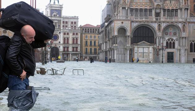 Венецию сильно затопило — побит рекорд 1966 года
