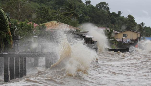 Кількість жертв тайфуну Вамко на Філіппінах зросла до 42