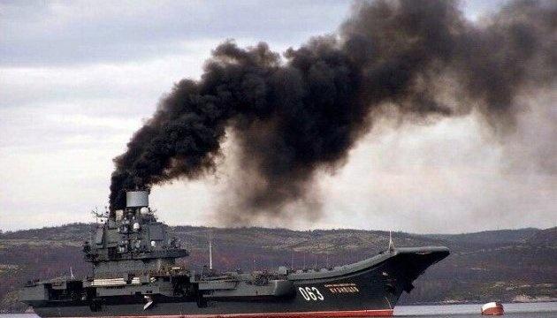 На единственный авианосец РФ упал кран — дыра 4х5 метров