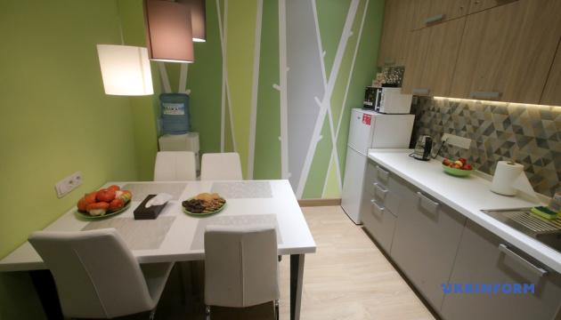 В Охматдете открыли семейную комнату для родителей