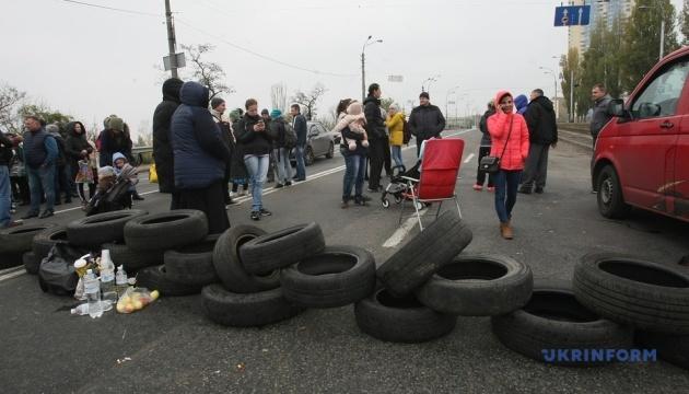 КМДА звинувачує забудовника Войцеховського у проблемах зі світлом на Харківському