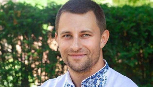 Співак зі США присвятив матерям україномовну пісню