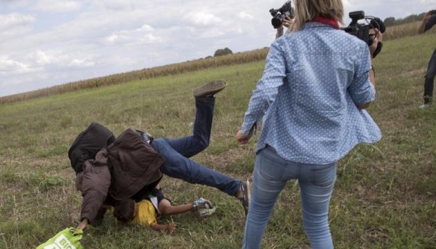 В Венгрии оправдали журналистку, осужденную за подножку беженцу