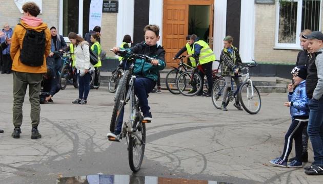 У Коростишівській ОТГ відкрили велопарковку та велошколу