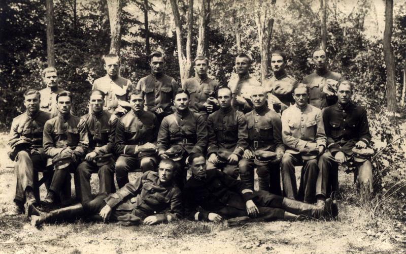 Фотографія групи підстаршин УГА на інтернуванні в ЧСР
