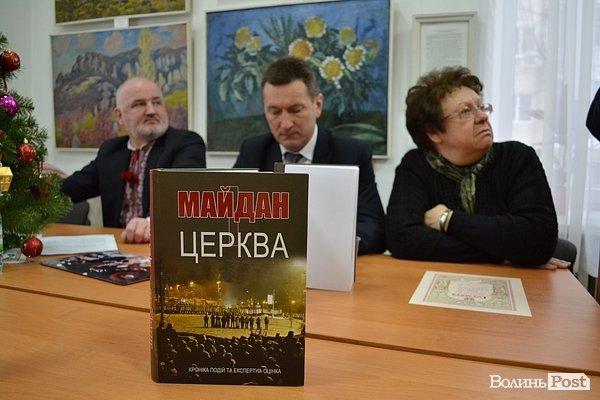 Людмила Филипович слева
