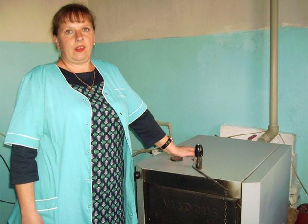 Молодша медсестра Ольга Ладик каже, що завдяки німецькому котлу опалення відтепер в амбулаторії взимку тепло