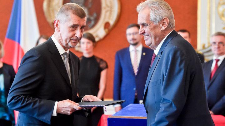 Мілош Земан (справа) повторно призначає прем'єр-міністром Андрея Бабіша / Фото: globallookpress.com