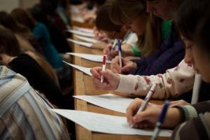 Українців за кордоном запрошують написати диктант нацєдності