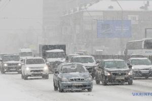 Київ в очікуванні великого снігу: з середи на вулиці виведуть техніку