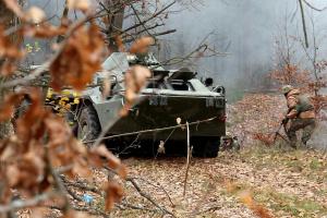 Im Donbass kommen weiter verbotene Waffen zum Einsatz, ein Soldat getötet, drei verletzt