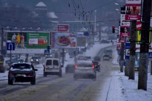 Водителей предупредили о заснеженных дорогах и гололедице