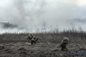 Angriffe von Besatzern im Donbass: Ein Soldat stirbt, drei werden verletzt