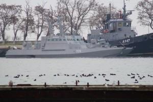 Российский суд оставил под стражей всех 24 украинских моряков