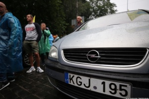 Zelensky proposes postponing fines for owners of foreign registered vehicles for 90 days