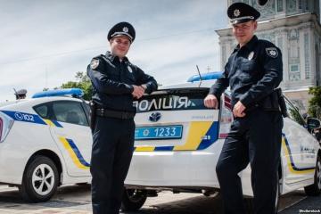 Grupos móviles policiales para responder a la violencia doméstica empiezan a operar en Ucrania