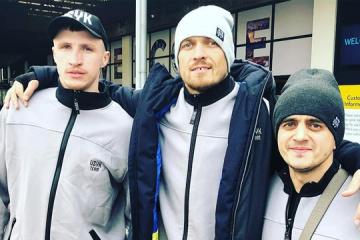Boxen: Usyk mit seinem Team in Manchester eingetroffen
