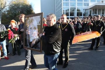 亡くなった活動家ハンジュークさんの告別式、南部ヘルソン市で実施