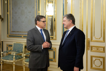 ポロシェンコ大統領とペリー米国エネルギー長官、戦略的エネルギー対話の実施に合意