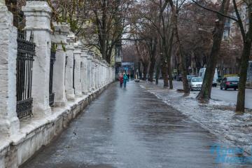 На дорогах столиці сьогодні ожеледиця - киян закликають берегтися