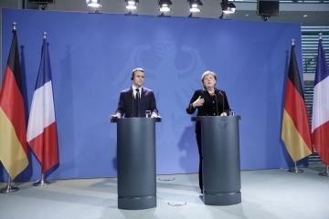 独仏首脳、露大統領とも電話会談